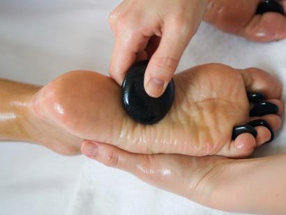 Masáž chodidel -lávové kameny