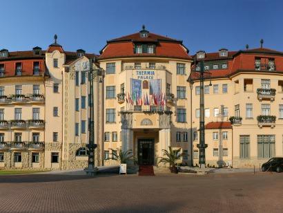 Detailní pohled na vchod do hotelu